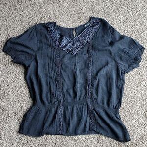 3/$15 Black lace peplum shirt sleeve top